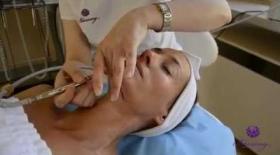 Embedded thumbnail for Epres Panni a Bársony ANTI-AGING eljárással őrzi bőre fiatalságát