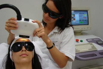 Fényterápiás bőrfiatalító kezelés